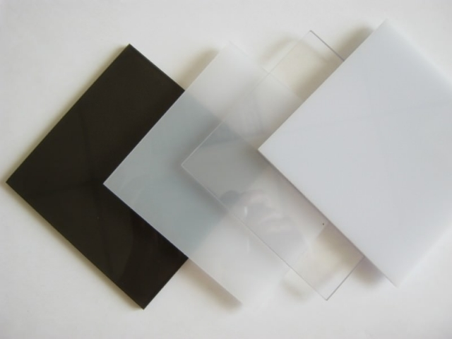 Монолитный поликарбонат 2 мм. Резка в размер.